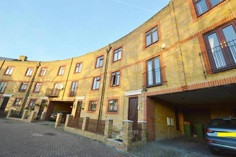6 Bedrooms Town House for sale in Yarrow Crescent, Beckton, London, E6 5UH