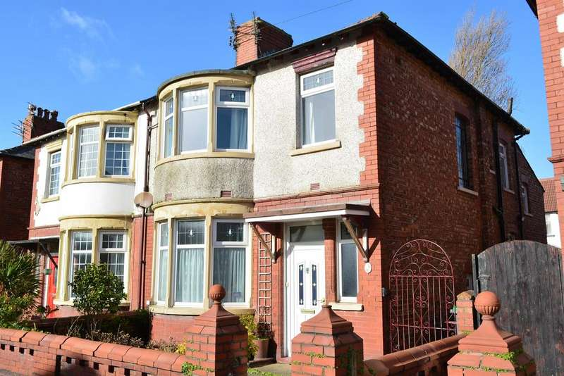 4 Bedrooms Semi Detached House for sale in Kingston Avenue, Blackpool, FY4 2QA