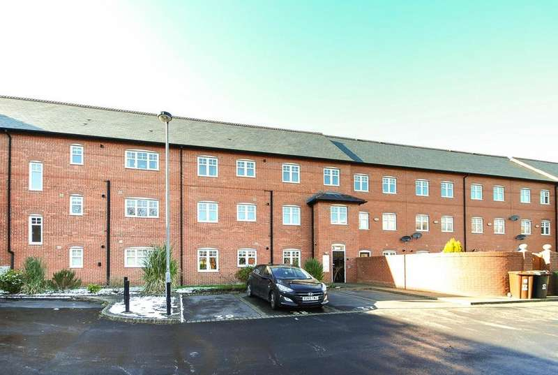 2 Bedrooms Apartment Flat for rent in Trevore Drive, Standish, Wigan, WN1 2TT