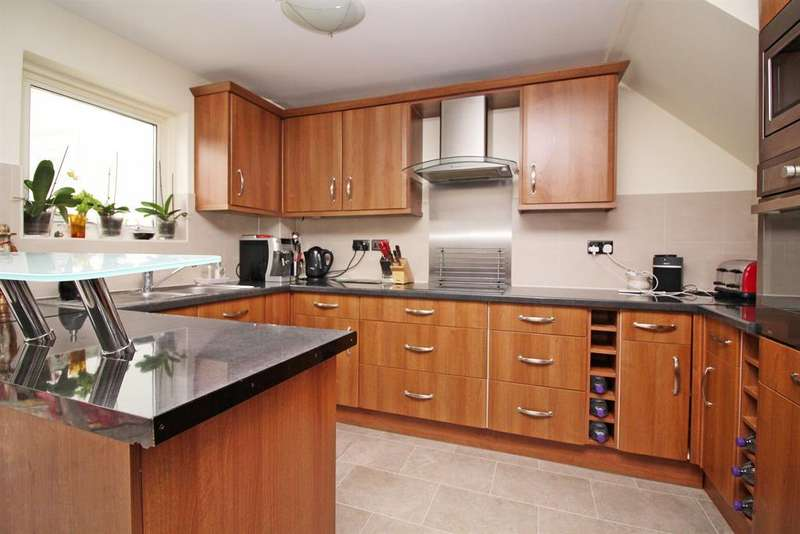 3 Bedrooms Terraced House for sale in Meadow Way, Leighton Buzzard