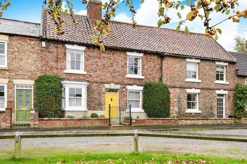 3 Bedrooms Terraced House for sale in St. James Green, Thirsk, YO7 1AQ