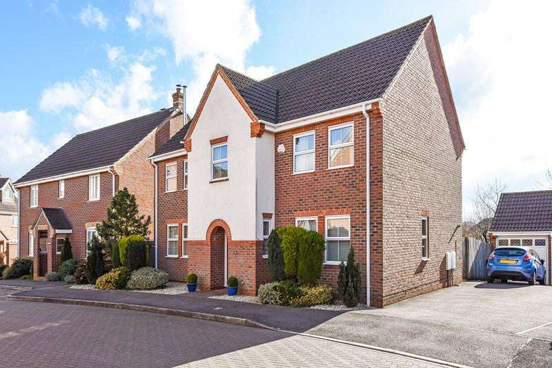 4 Bedrooms Detached House for sale in Moneyer Road, Andover