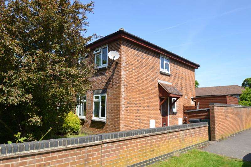 3 Bedrooms House for rent in Wordsworth Mead, Redhill, Surrey, RH1 1AJ