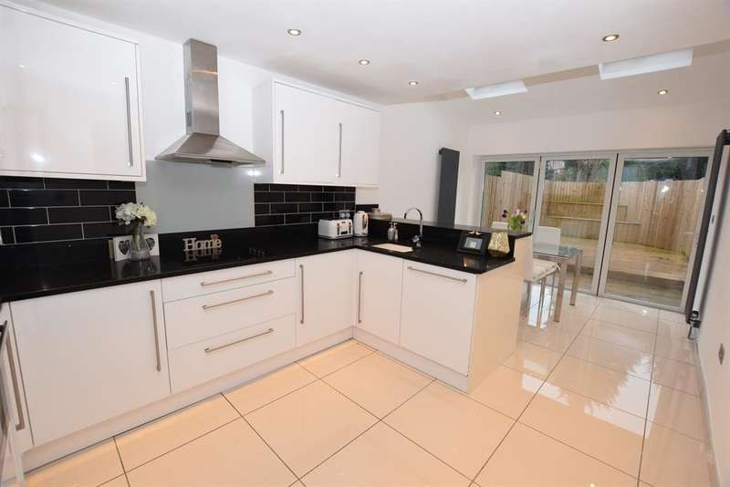3 Bedrooms Terraced House for sale in Valley Road, Solihull, West Midlands