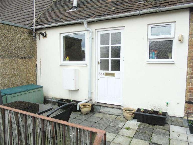 2 Bedrooms Flat for rent in MALLING ROAD Snodland Kent, ME6 5NB