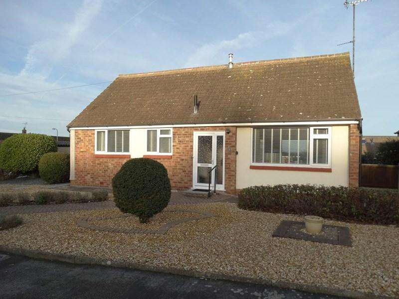 2 Bedrooms Detached Bungalow for sale in 4 Princess Avenue, Rhos on Sea