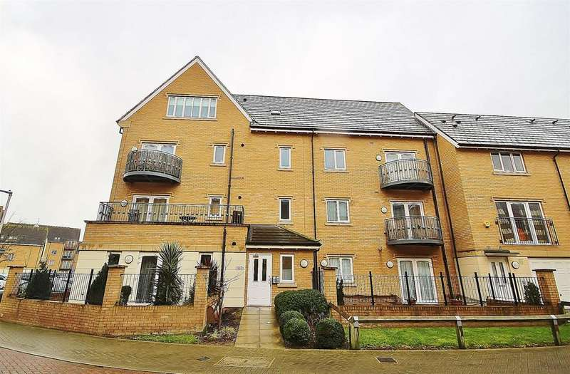 2 Bedrooms Apartment Flat for sale in 44, Varcoe Gardens, Hayes, Middlesex, UB3 2FH
