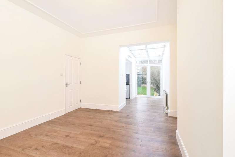 2 Bedrooms Flat for sale in Leinster Avenue, East Sheen, SW14