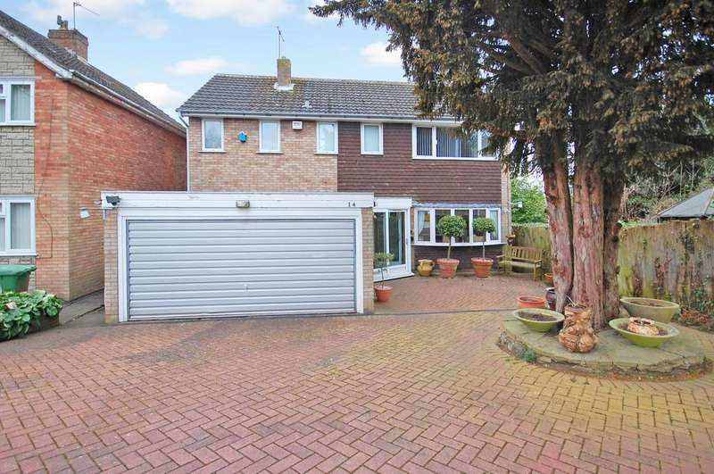 4 Bedrooms Detached House for sale in Marlbrook Drive, Penn, Wolverhampton WV4