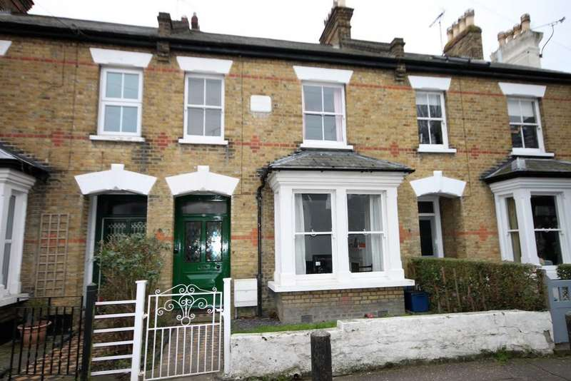 3 Bedrooms Terraced House for sale in St. Johns Road, Westcliff-on-Sea