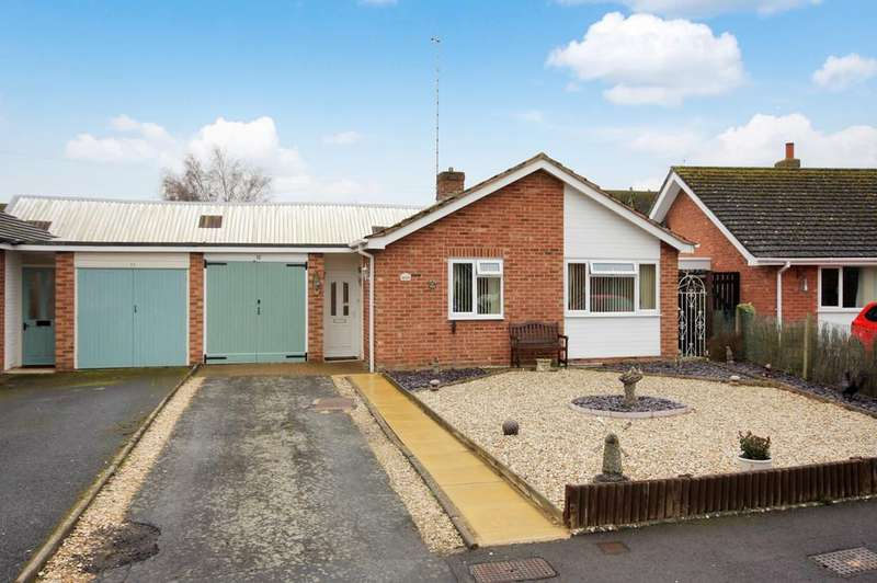 2 Bedrooms Semi Detached Bungalow for sale in Holland Close, Bidford-on-avon