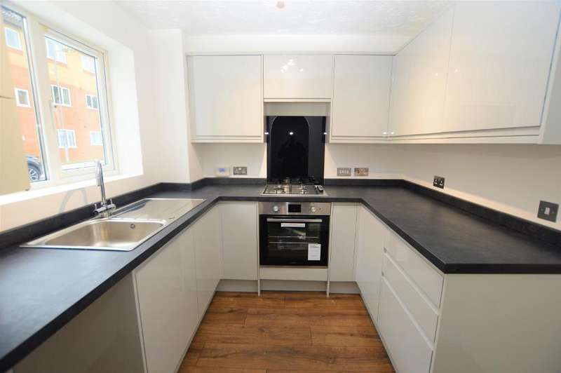2 Bedrooms Semi Detached House for sale in Simpson Close, Luton, Bedfordshire, LU4 9TP