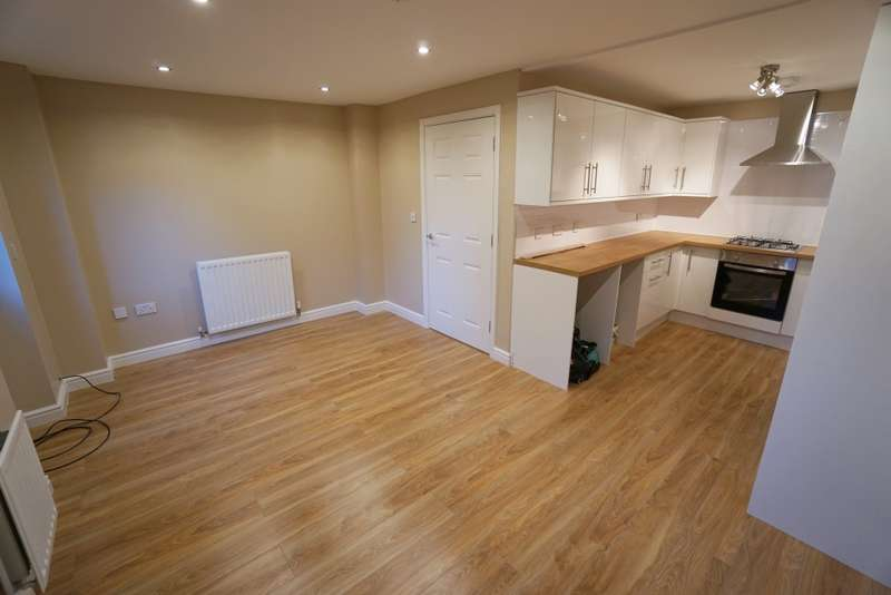 5 Bedrooms Town House for rent in Cropthorne Rd South