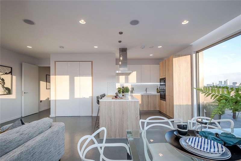 3 Bedrooms Flat for sale in Helmsley Street, London, E8