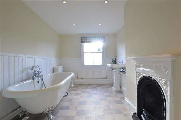 2 Bedrooms Terraced House for sale in Main Road, Sundridge, SEVENOAKS, Kent, TN14 6EH