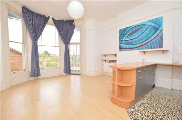 1 Bedroom Flat for sale in Cavendish Road, REDHILL, RH1 4AE