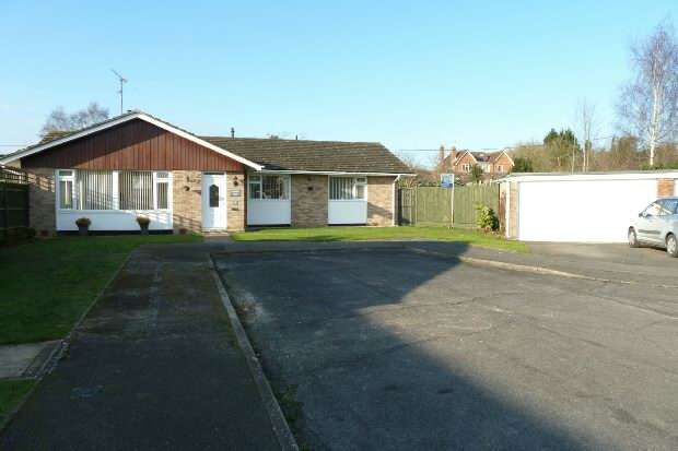 3 Bedrooms Detached Bungalow for sale in Lane End Close, Shinfield, Reading