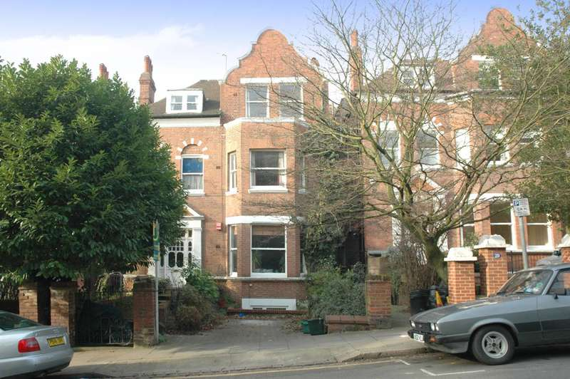 2 Bedrooms Flat for sale in Langland Gardens, Hampstead, NW3