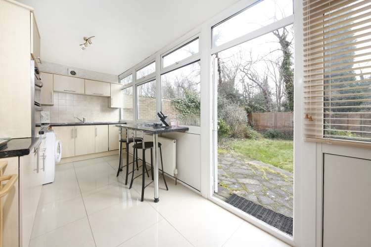 3 Bedrooms Flat for sale in Fairby Road Lee SE12