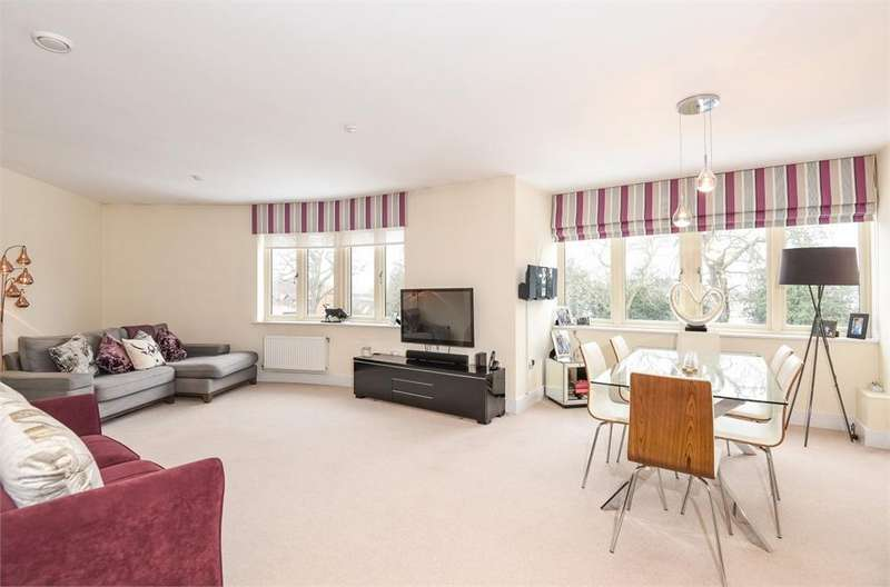 2 Bedrooms Flat for sale in Wiggins House, White Hart Meadows, Ripley, Woking, Surrey