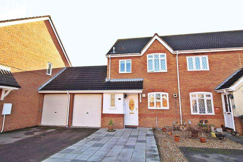 3 Bedrooms End Of Terrace House for sale in Kayser Court, Biggleswade