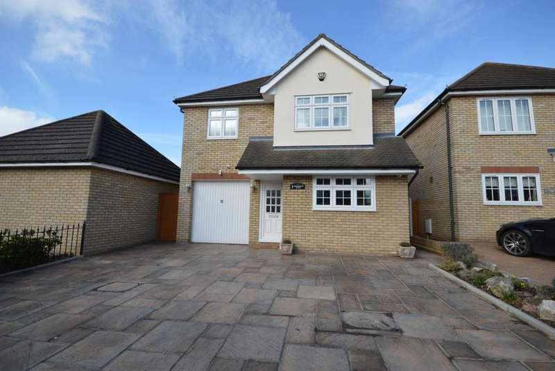 4 Bedrooms Detached House for sale in Chevington Place, Hornchurch, Essex, RM12