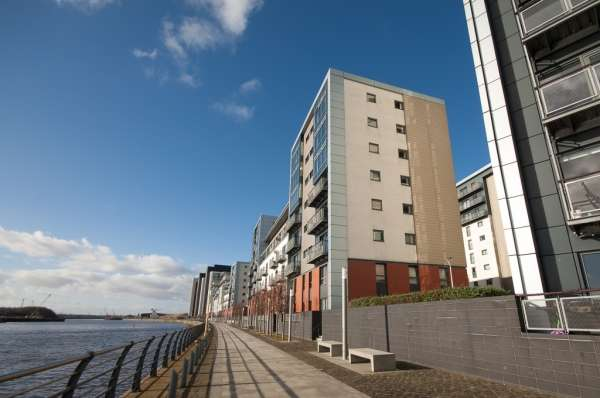 2 Bedrooms Flat for sale in Flat 7/2 317 Glasgow Harbour Terraces, Glasgow