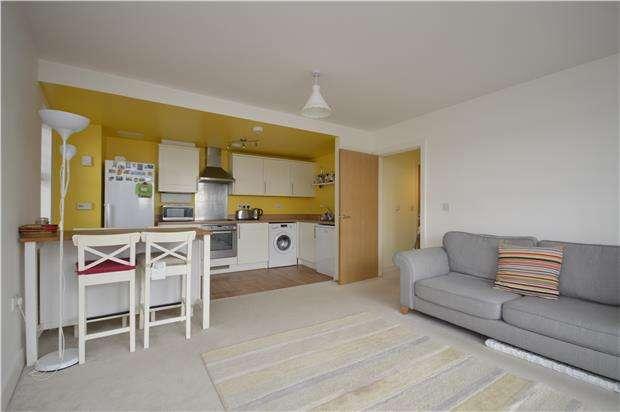 2 Bedrooms Flat for rent in Talavera Close, BRISTOL, BS2