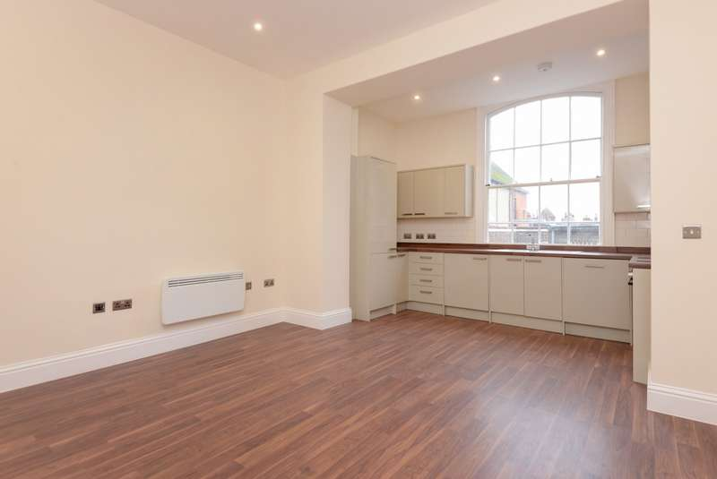 2 Bedrooms Apartment Flat for sale in Ellesmere Hosue, High Street, Canterbury, CT1