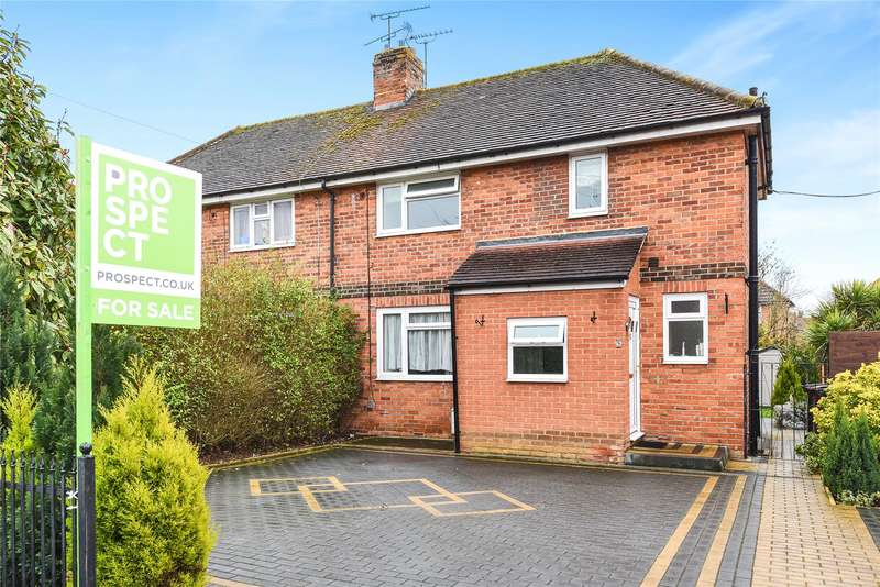 2 Bedrooms Semi Detached House for sale in Newlyn Gardens, Reading, Berkshire, RG2
