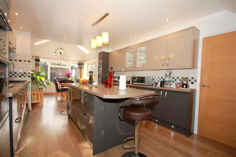 4 Bedrooms House for sale in REFURBISHED & EXTENDED - OVER 1400 sq/ft - LEVERSTOCK GREEN CUL DE SAC