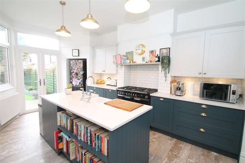 4 Bedrooms House for sale in Chimes Avenue, Palmers Green, London N13