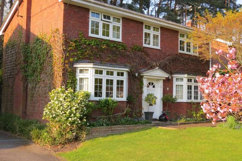 4 Bedrooms Detached House for sale in Coppice Gardens, Crowthorne, Berkshire, RG45