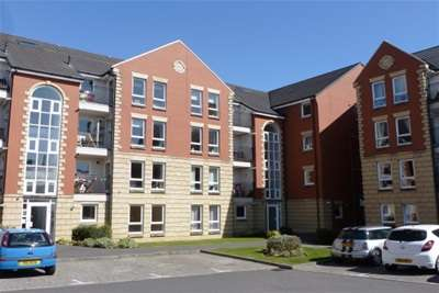 2 Bedrooms Flat for rent in Greenhead Street, Glasgow Green, G40