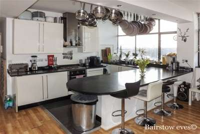4 Bedrooms Flat for rent in Forest House, Carnarvon Road, South Woodford E18