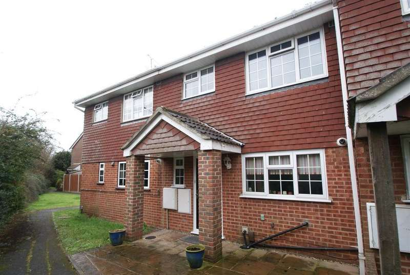 3 Bedrooms Semi Detached House for sale in Crouchview Close, Wickford