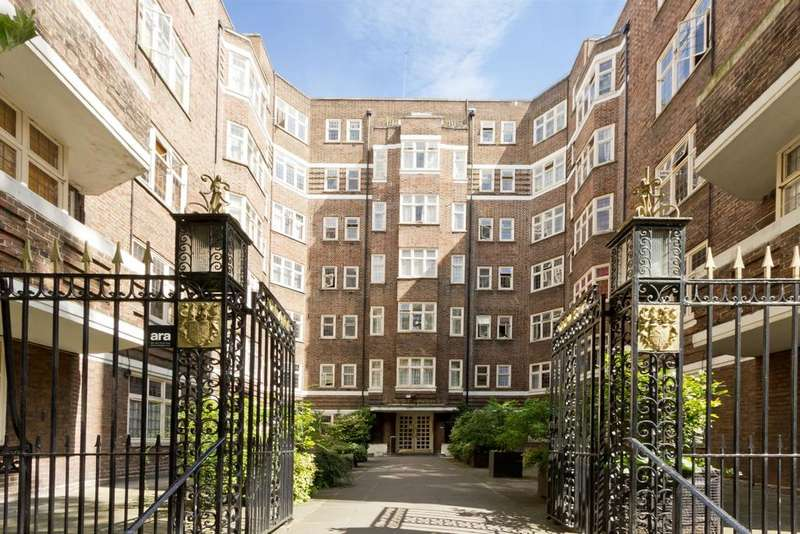 2 Bedrooms Flat for rent in Clare Court, Judd Street, Bloomsbury, London