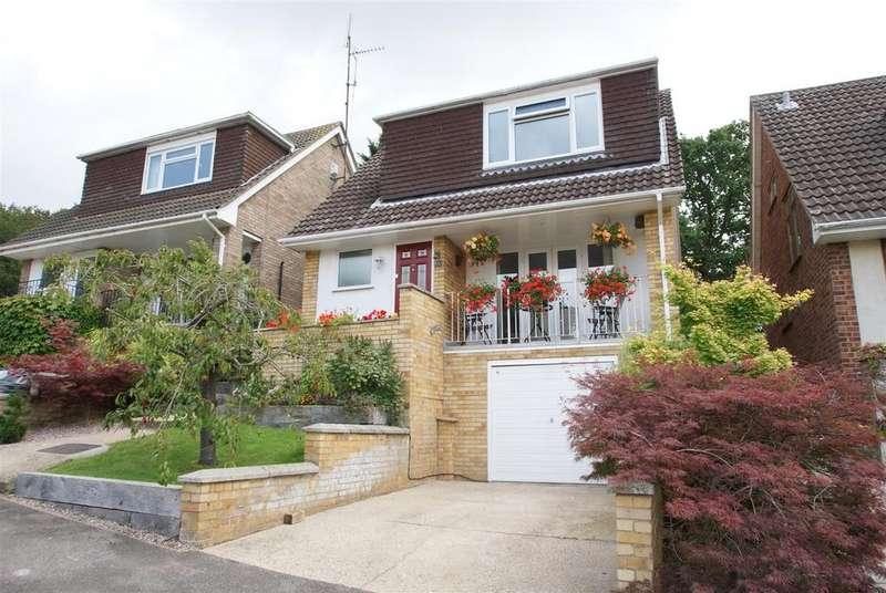3 Bedrooms Detached House for sale in Tippersfield, Benfleet