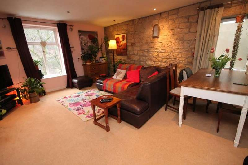 2 Bedrooms Apartment Flat for sale in Clewer Place, Hollins Road, Walsden