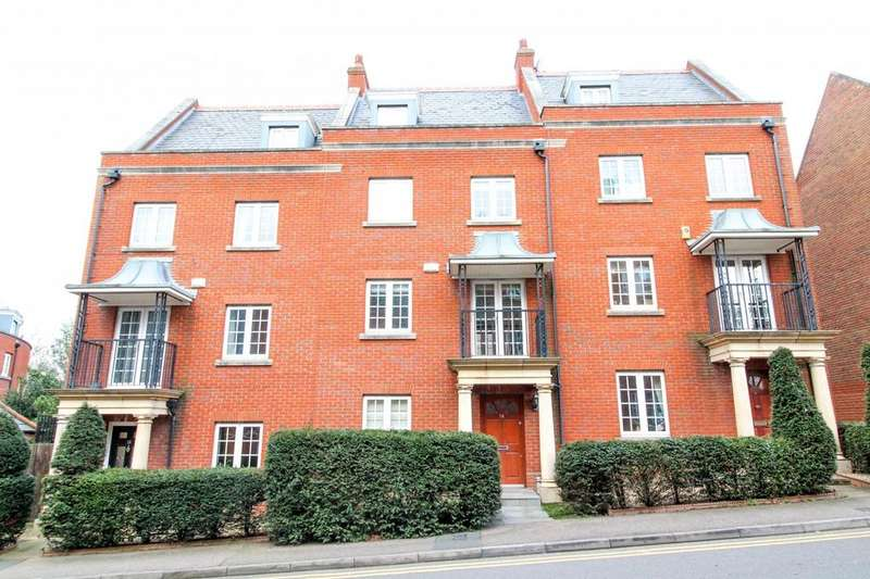 3 Bedrooms Terraced House for sale in Osborne Heights, Warley, Brentwood, Essex, CM14