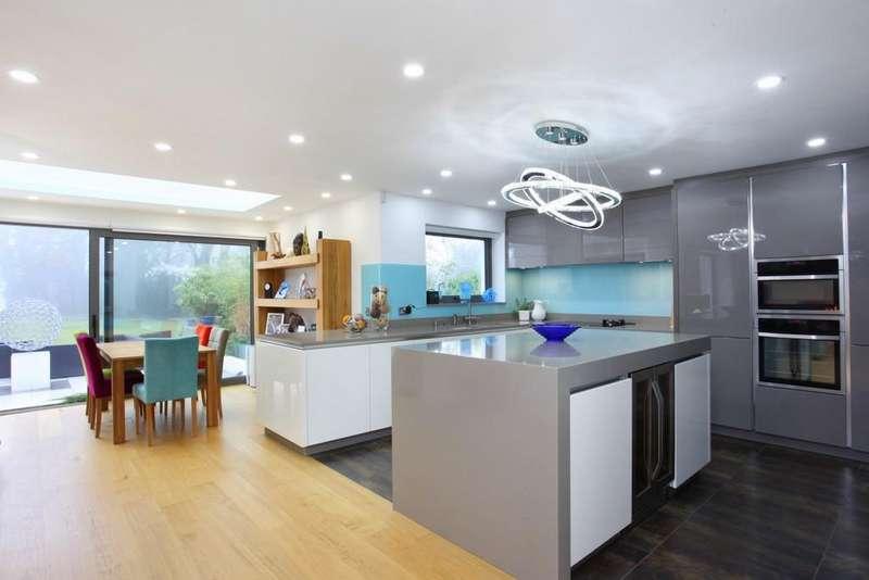 3 Bedrooms Bungalow for sale in Maidenhead Road, Windsor, SL4