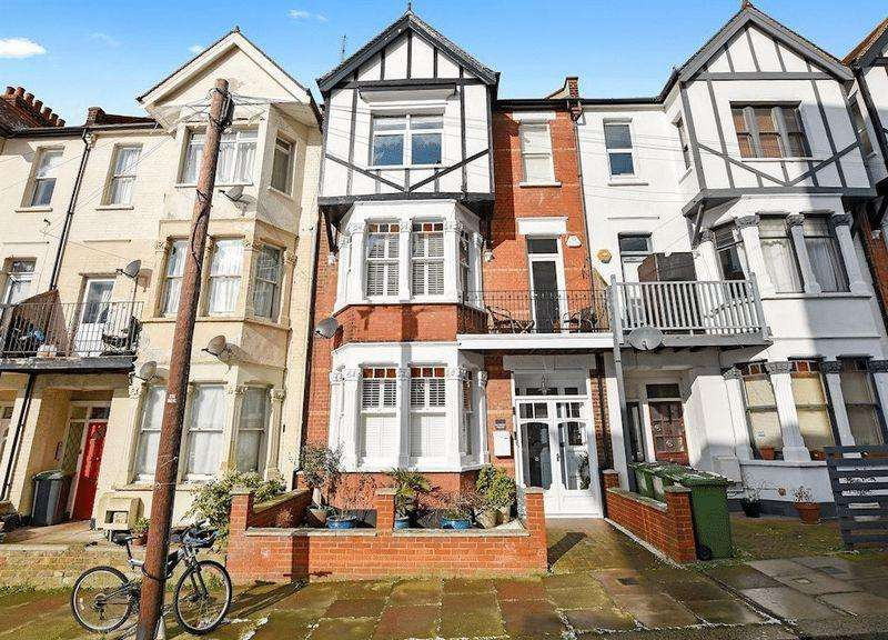 5 Bedrooms Terraced House for sale in San Remo Parade, Westcliff-On-Sea