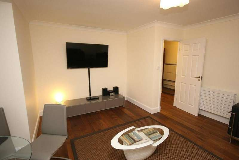 2 Bedrooms Flat for rent in Granton Road, Edinburgh