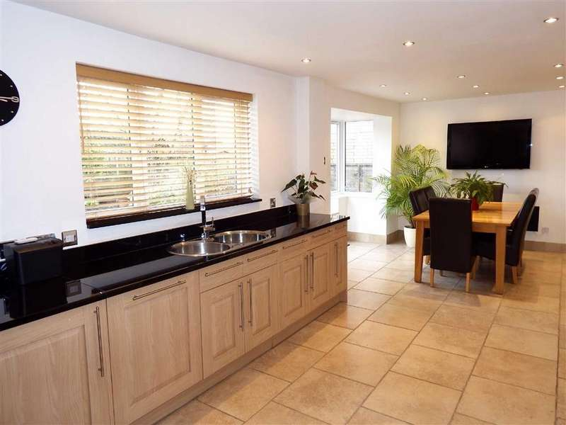 4 Bedrooms Detached House for sale in Jackdaw Close, Stevenage, Hertfordshire, SG2