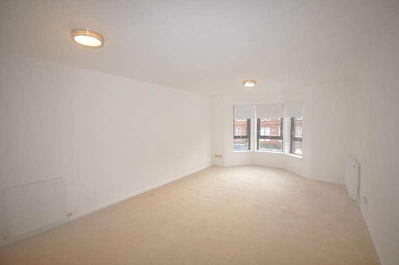 2 Bedrooms Flat for rent in Durward Court, Flat 1/1, Shawlands, Glasgow, G41 3RZ
