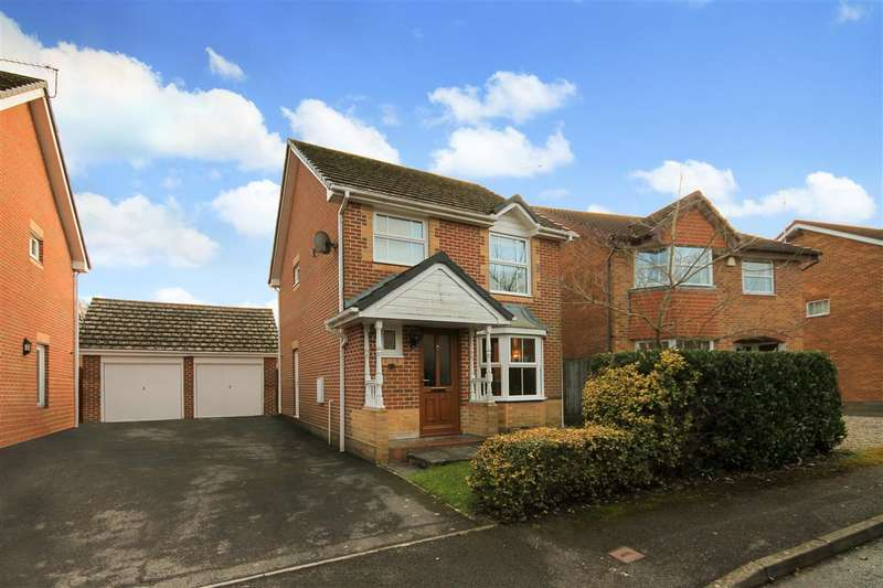 3 Bedrooms Detached House for sale in Twin Oaks Close, Poole