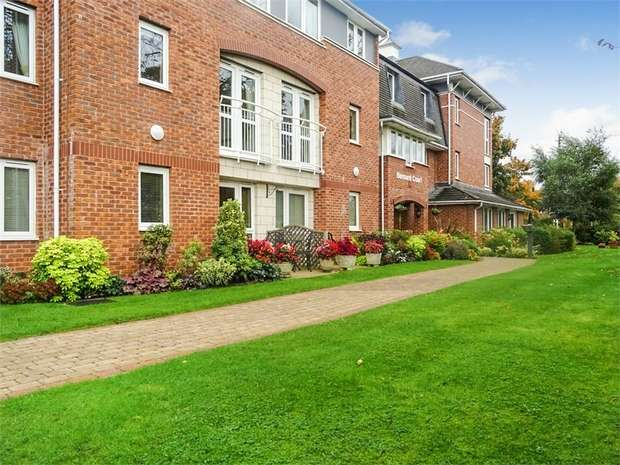 1 Bedroom Flat for sale in Chester Road, Holmes Chapel, Crewe, Cheshire