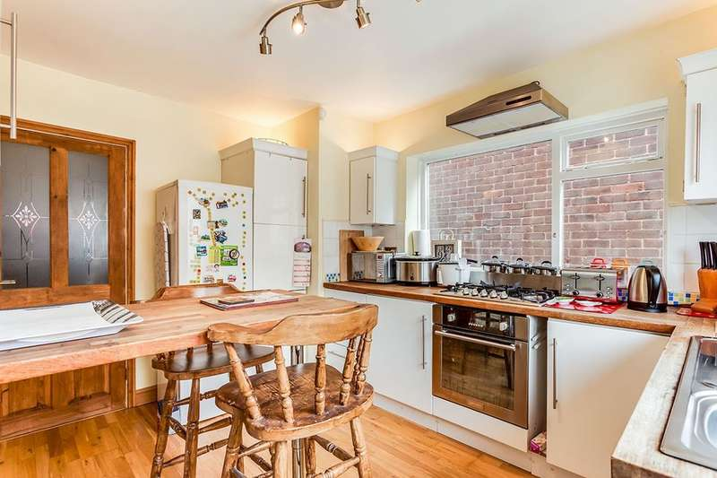 2 Bedrooms Detached Bungalow for sale in Mill Lane, Batley, WF17