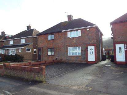 3 Bedrooms Semi Detached House for sale in Jeans Way, Dunstable, Bedfordshire, England