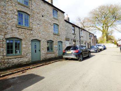 2 Bedrooms Flat for sale in Sherwood Road, Tideswell, Derbyshire, High Peak